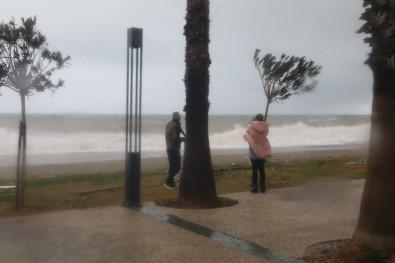 Antalya'da Yarın İçin Kuvvetli Fırtına Uyarısı