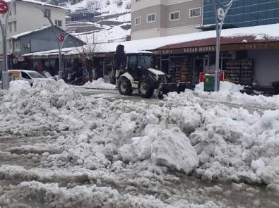 Çukurca'da Kar Temizleme Çalışması