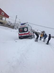 Hasta Taşıyan Ambulans Kara Saplandı