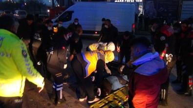 Kamyonet Engelli Aracıyla Çarpıştı Açıklaması 1 Ölü, 1 Ağır Yaralı