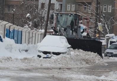 Kar Çalışmasına Düzensiz Araç Parkı Engeli