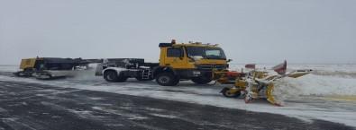 Kars Harakani Havalimanında Kar Ve Buzlanmaya Karşı Yoğun Mücadele