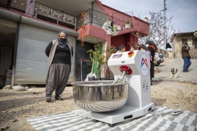 Mersin'de Kadınlara Hamur Yoğurma Makinesi Desteği