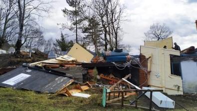 Şiddetli Fırtına Sit Alanı Olan Camiyi Yıktı