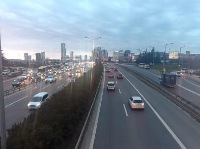 Sokağa Çıkma Kısıtlaması Öncesinde Trafik Yoğunluğunda Artış Yaşandı