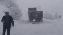 Tunceli'de İki İlçe Arasındaki Yol Kar Yağışı Nedeniyle Ulaşıma Kapatıldı