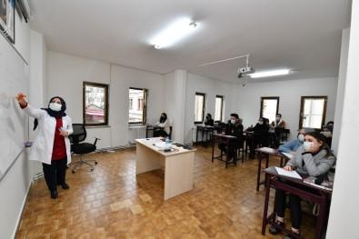 Üniversiteye Hazırlık Kurslarında Yüz Yüze Eğitime Başlandı