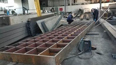 Üzerine 2 Ton Platform Izgara Düşen İşçi Ağır Yaralandı
