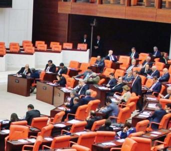 Uzman Erbaşları Da Kapsayan Kanun Teklifi Milli Savunma Komisyonu'nda Kabul Edildi