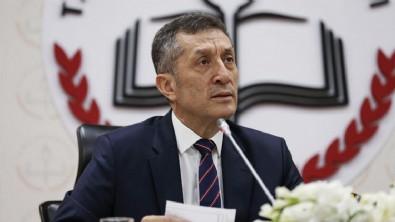 Milli Eğitim Bakanı Selçuk: 'Salgın sona erecek, okullarda sosyal mesafesiz eğitime devam edeceğiz'