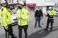 Trafikte Muayenesiz Araçla Yakalandı, Basın Mensuplarına Kızdı