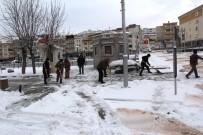 Bayburt Ve Erzincan'da Belediye Ekiplerinden Kar Mesaisi