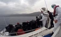Türk Karasularına Bırakılarak Ölüme Terk Edilen 26 Göçmen Kurtarıldı