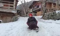 Artvin'de Köylülerin Tahta Kızak Keyfi