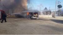 Mardin'de Park Halindeki Minibüs Küle Döndü