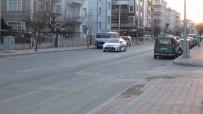 Otomobile Çarpan Motosikletin Sürücüsü Metrelerce Sürüklendi