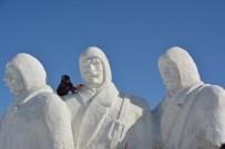 Sarıkamış'ta Donarak Şehit Olan Mehmetçiklerin Anısına Kardan Heykeller Yapılıyor