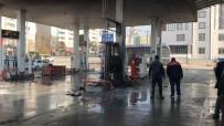 Akaryakıt İstasyonunda Yangın Paniği Açıklaması 2 Yaralı