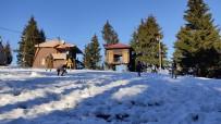 Artvin'de Çocuklar Pandeminin Stresini Kafkasör Yaylasında Kar Topu Oynayarak Atıyor