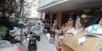 Karabük'te Bir Evden 2 Kamyon Çöp Çıkarıldı