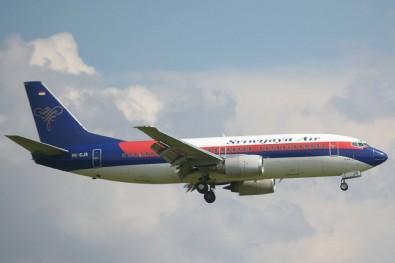 Endonezya'dan kalkan yolcu uçağı düştü! 50'den fazla yolcu vardı...