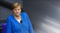 Merkel'den İran'a açık mesaj: Derhal müzakere masasına dönün