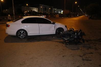 Motosikletli Sivil Polisler Otomobille Çarpisti Açiklamasi 2 Polis Yarali