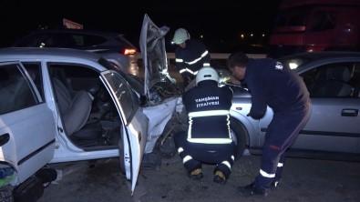 Trafikte Korku Dolu Anlar, Bir Anda Araç Üzerlerine Uçtu Açiklamasi 3'Ü Agir 4 Yarali