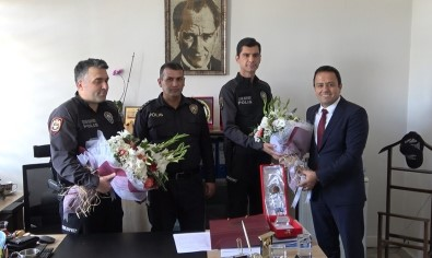 Avukati Yaralayan Süphelileri Yakalayan Polise Barodan Tesekkür