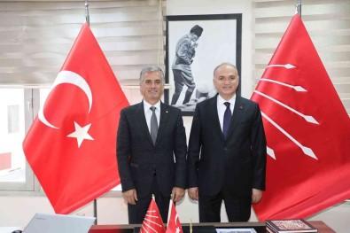 Belediye Baskani Özlü CHP'nin Yeni Yönetimini Ziyaret Etti