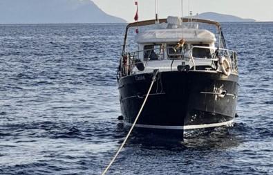 Datça Açiklarinda Sürüklenen Tekne Kurtarildi