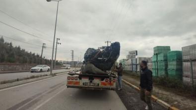 Direge Çarpan Otomobil Parçalandi Açiklamasi 1 Agir Yarali