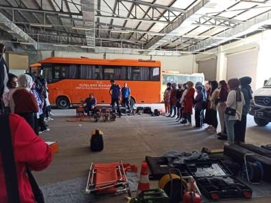 Diyarbakir'da Kiz Yurdu Ögrencilerine Afet Egitimi