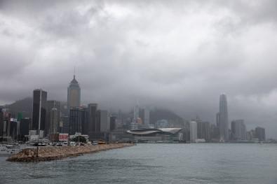 Hong Kong'u Kompasu Tayfunu Vurdu Açiklamasi 1 Ölü