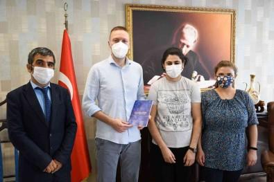 Kurum Çalisanlarindan 'Pandemide Sakli Yasamlar' Kitabi