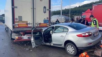 Manisa'da Otomobil Tira Arkadan Çarpti Açiklamasi 1'I Agir, 3 Yarali