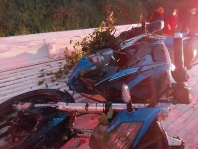 Yoldan Çikan Motosikletin Sürücüsü Yaralandi