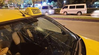 Yolun Karsisina Geçmek Isteyen Genç Kiza Taksi Çarpti