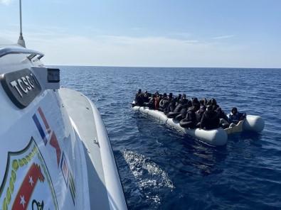 Yunan Unsurlarinca Geri Itilen 100 Düzensiz Göçmen Kurtarildi