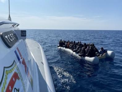 Yunanistan'ın geri ittiği 100 düzensiz göçmeni Türkiye kurtardı!