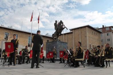 3. Ordu Komutanligi Bando Takimi Bayburt'ta Halka Konser Verdi