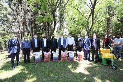 Büyüksehir'den 2 Bin 700 Çiftçiye Tohum Destegi