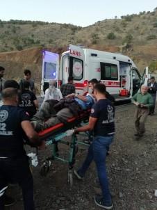 Derecik'te Trafik Kazasi Açiklamasi 5 Yarali