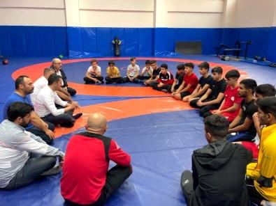 Gençlik Ve Spor Hizmetleri Genel Müdürü Baykan, Elazig Güresçileriyle Görüstü
