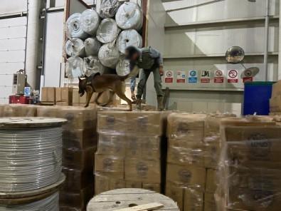 Istanbul'da Kaçak Nargile Tütünü Operasyonu Açiklamasi 1 Tonun Üzerinde Ürün Ele Geçirildi