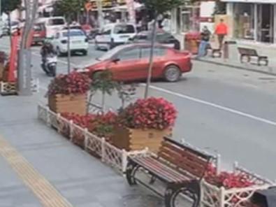 Otomobil Ile Motosikletin Çarpisma Ani Güvenlik Kameralarinda