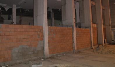 Reza Zarrab'in Holding Binasinin Girisine Hirsizlari Engellemek Için Duvar Örüldü