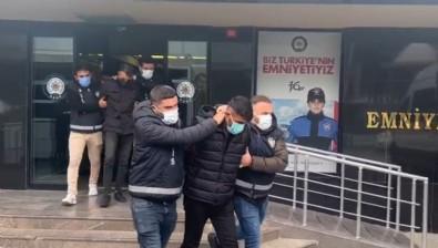 Şırnak'tan gelen genç, Kadıköy'de sokak ortasında namus cinayeti işledi
