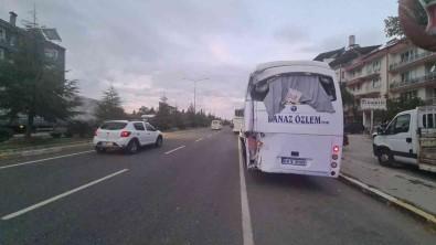 Soförü Uyudugu Iddia Edilen Otobüs Minibüse Çarpti Açiklamasi 3 Yarali
