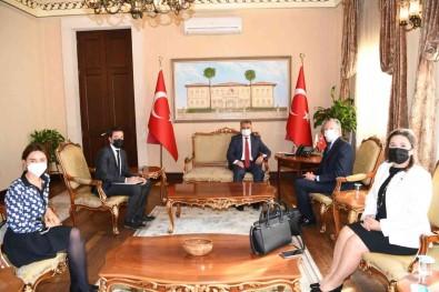 Turizm Kenti Antalya'ya Hafta Sonu 77 Bin Turist Giris Yapiyor